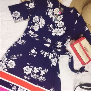 Vince Camuto Blue Floral Faux Wrap Dress. Size 2